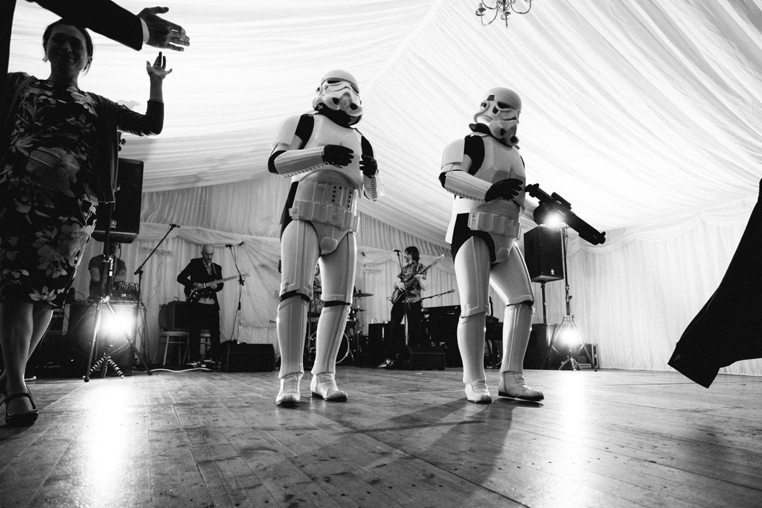 storm troopers from star wars dancing