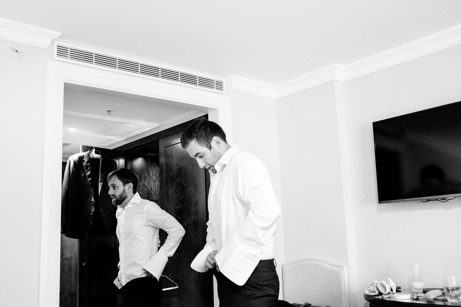 dmp0036_preparation_photographer_dublin_david_mcclelland_photography_shelbourne_documentary_wedding