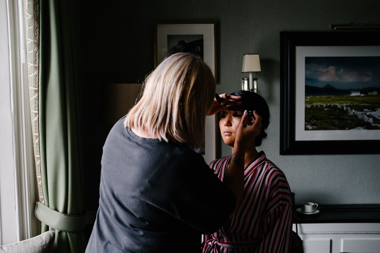 dmp0089_preparation_photographer_dublin_david_mcclelland_photography_shelbourne_documentary_wedding
