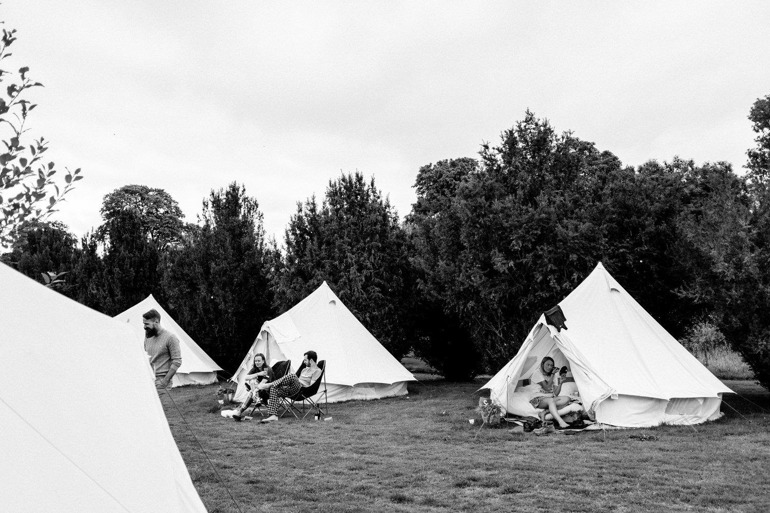 dmp0121_preparation_guests_gardens_ballintubbert_house_morning_glamping_teepee_tents_festival_wedding