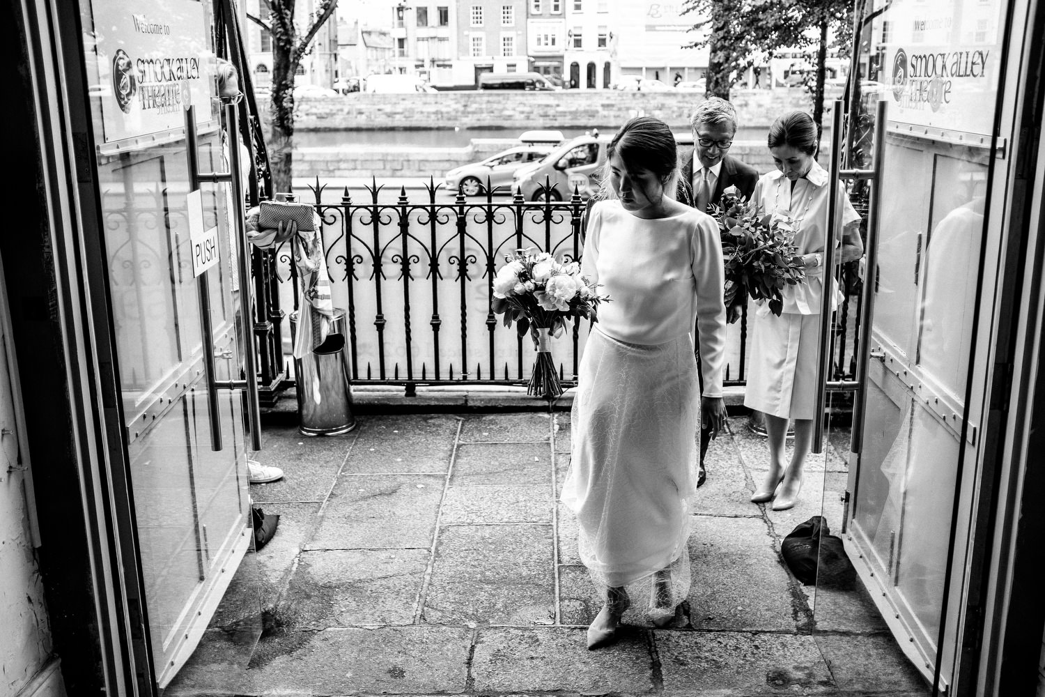 dmp0193_dublin_alley_photography_david_mcclelland_ceremony_humanist_documentary_theatre_smock_wedding_photographer
