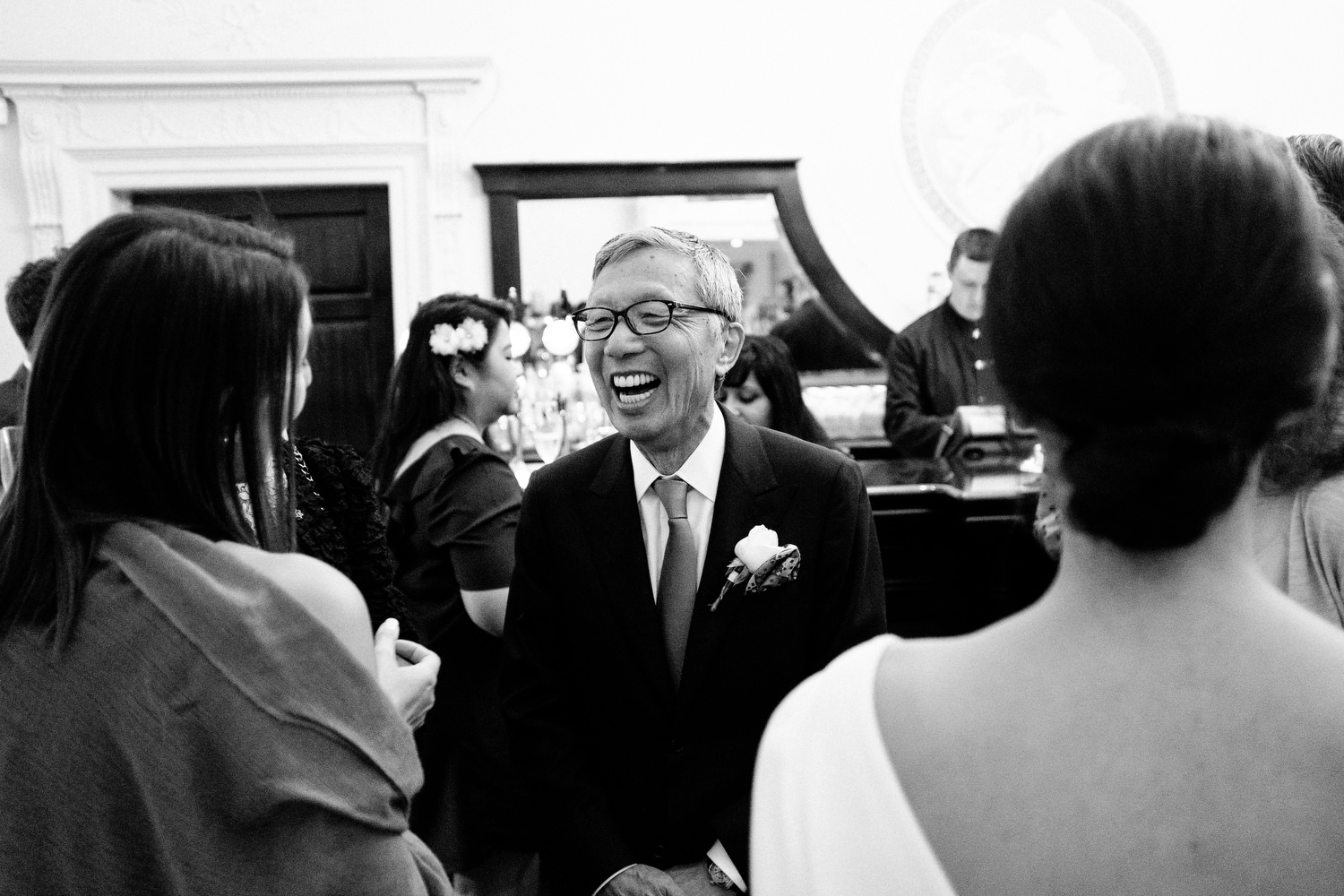 dmp0405_photographer_wedding_dublin_david_mcclelland_candid_photography_fujifilm_shelbourne_reception_documentary