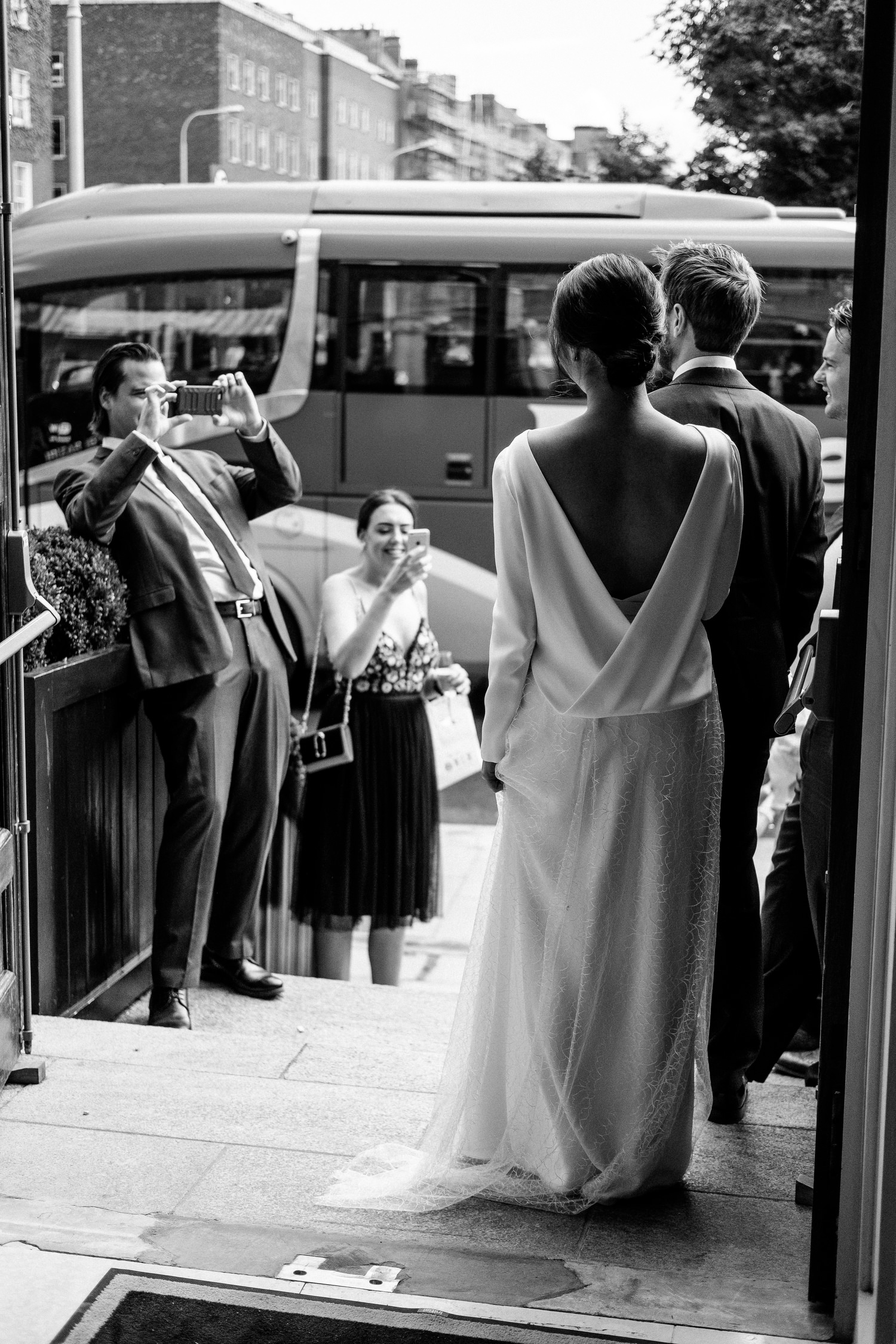 dmp0471_photographer_wedding_dublin_david_mcclelland_candid_photography_fujifilm_shelbourne_reception_documentary