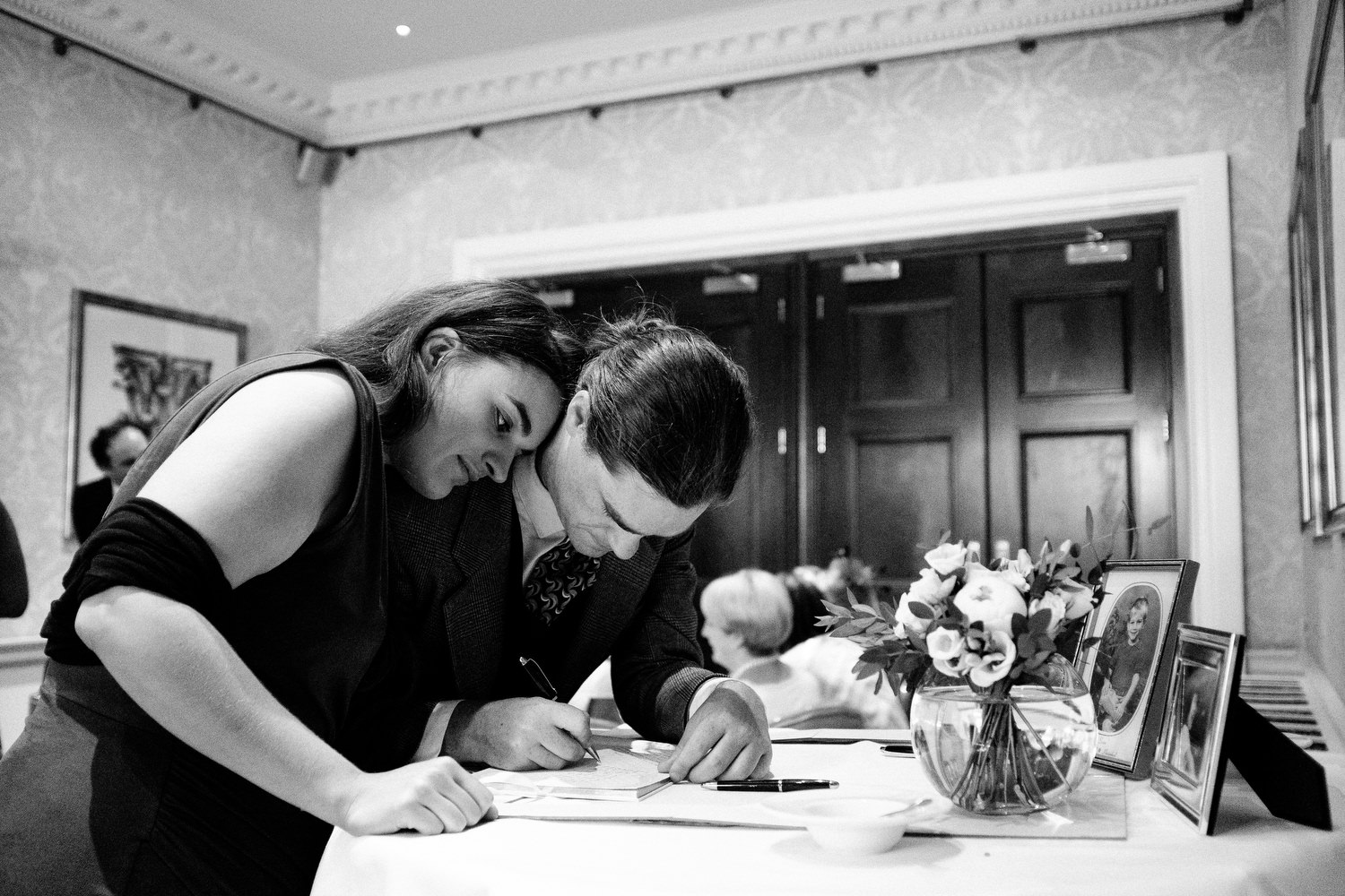dmp0473_photographer_wedding_dublin_david_mcclelland_candid_photography_fujifilm_shelbourne_reception_documentary