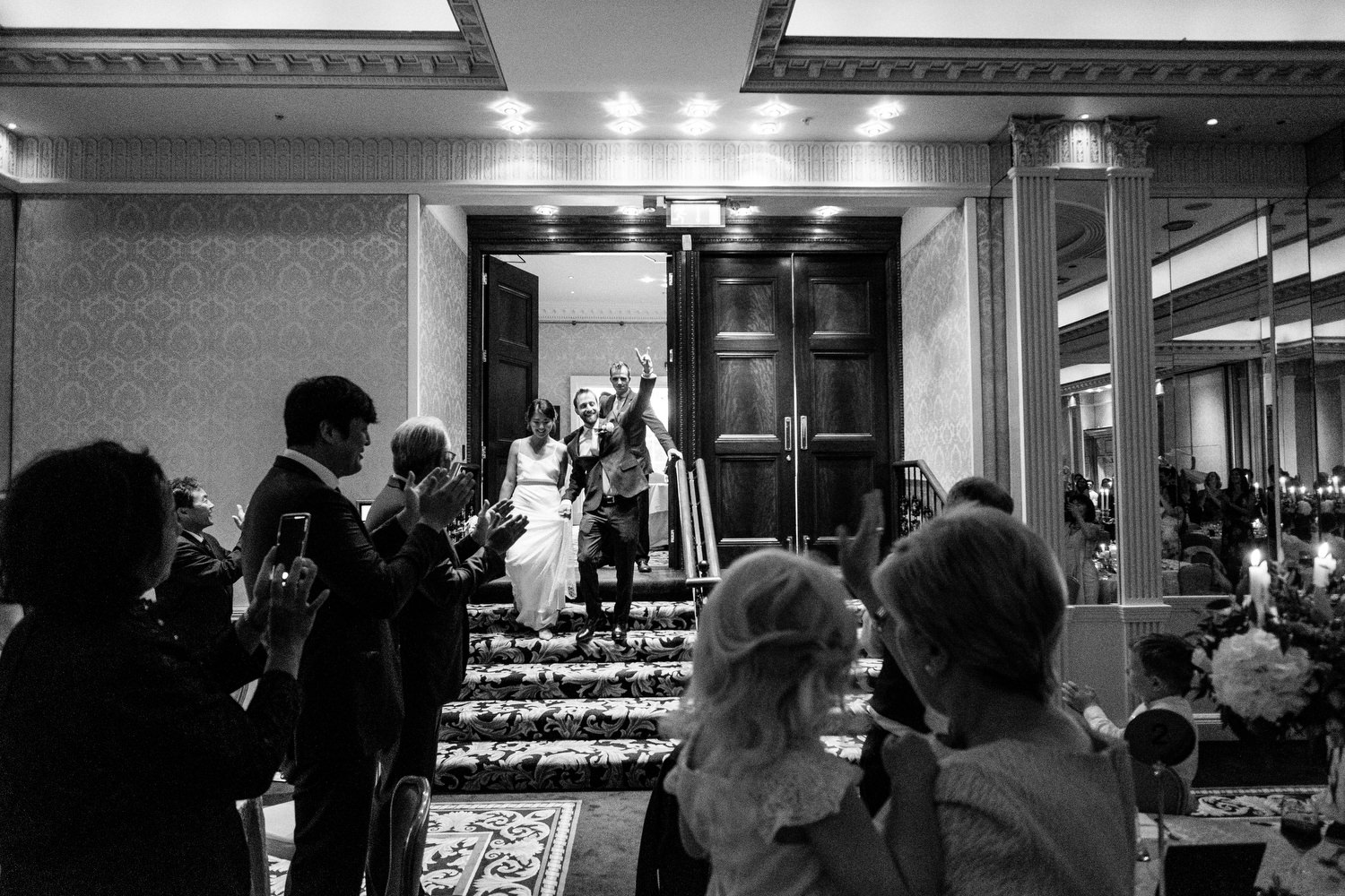 dmp0549_photographer_wedding_dublin_david_mcclelland_candid_photography_fujifilm_shelbourne_reception_documentary