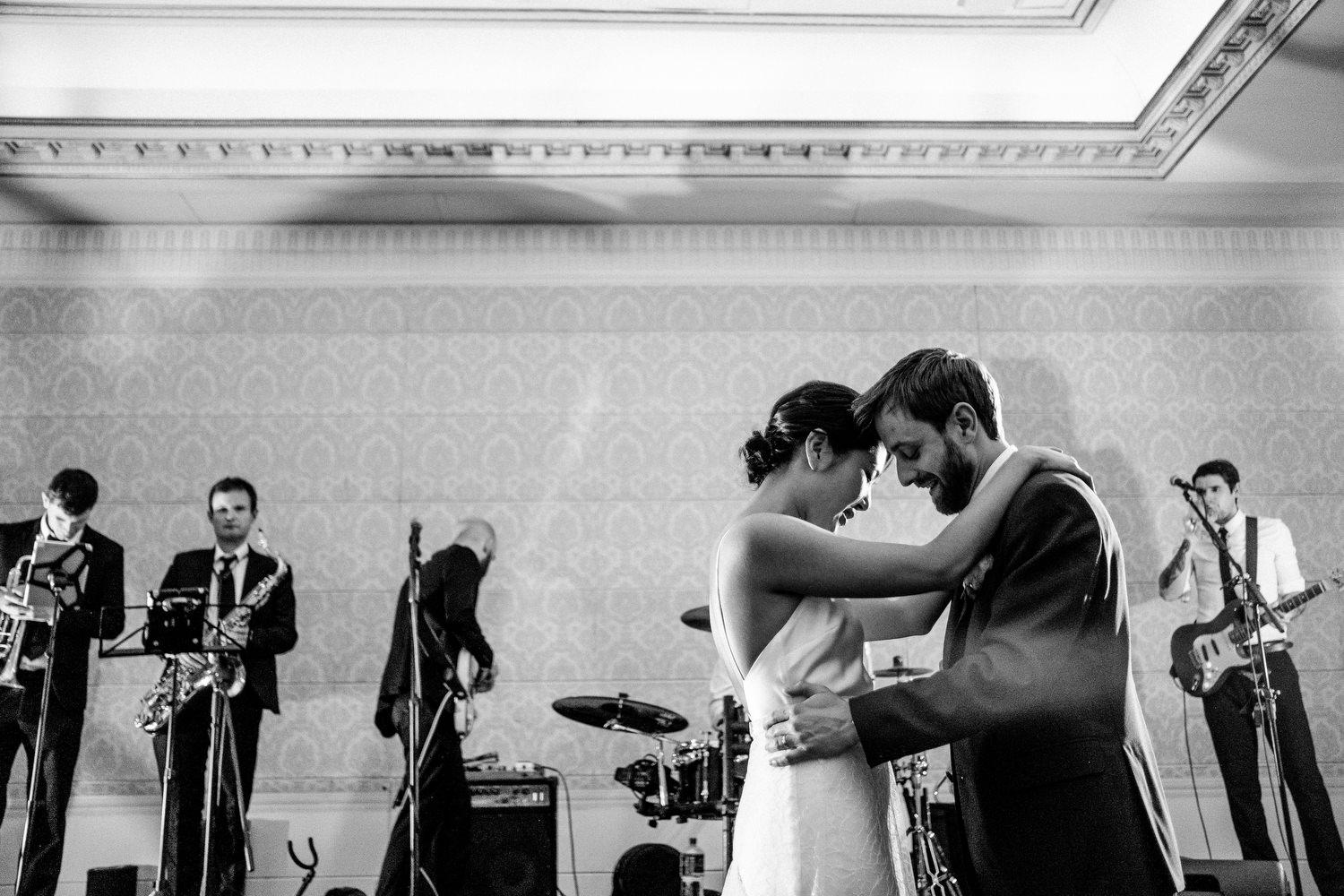 dmp0653_photographer_wedding_dublin_david_mcclelland_candid_photography_fujifilm_shelbourne_reception_documentary