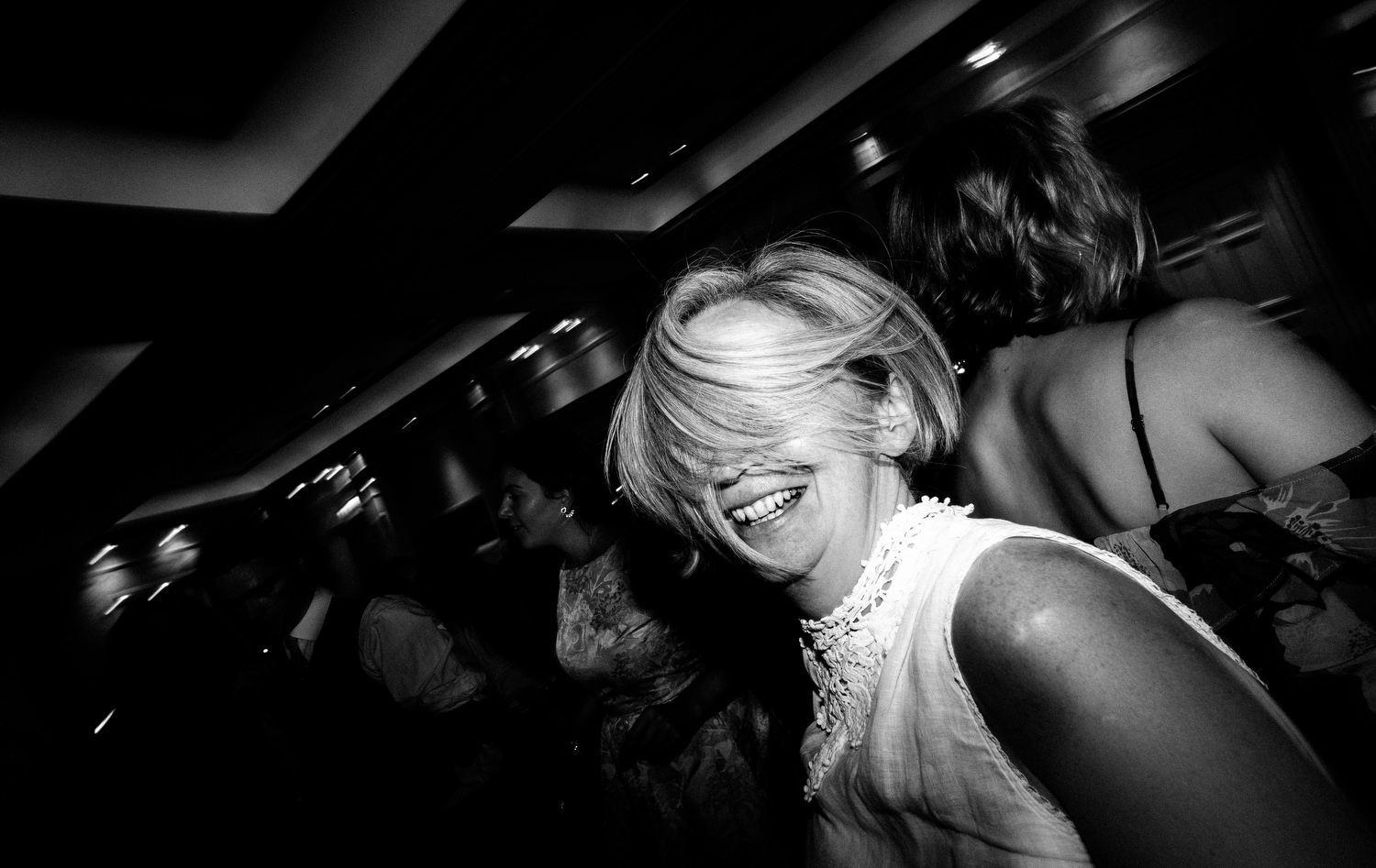 dmp0672_photographer_wedding_dublin_david_mcclelland_candid_photography_fujifilm_shelbourne_reception_documentary