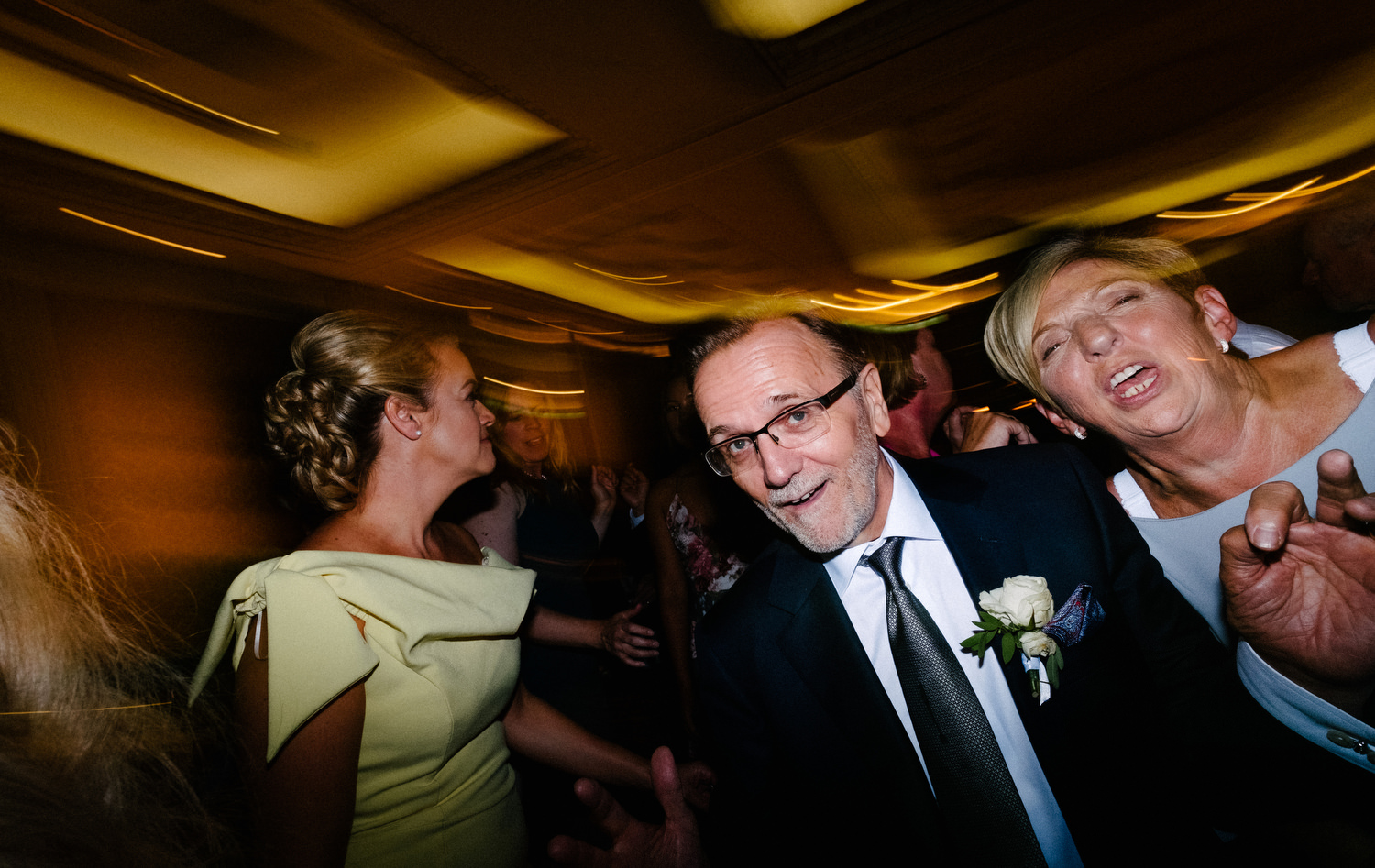 dmp0699_photographer_wedding_dublin_david_mcclelland_candid_photography_fujifilm_shelbourne_reception_documentary