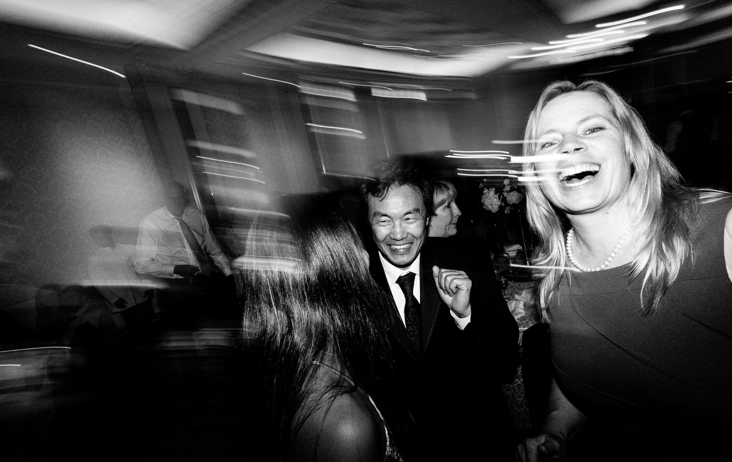 dmp0725_photographer_wedding_dublin_david_mcclelland_candid_photography_fujifilm_shelbourne_reception_documentary
