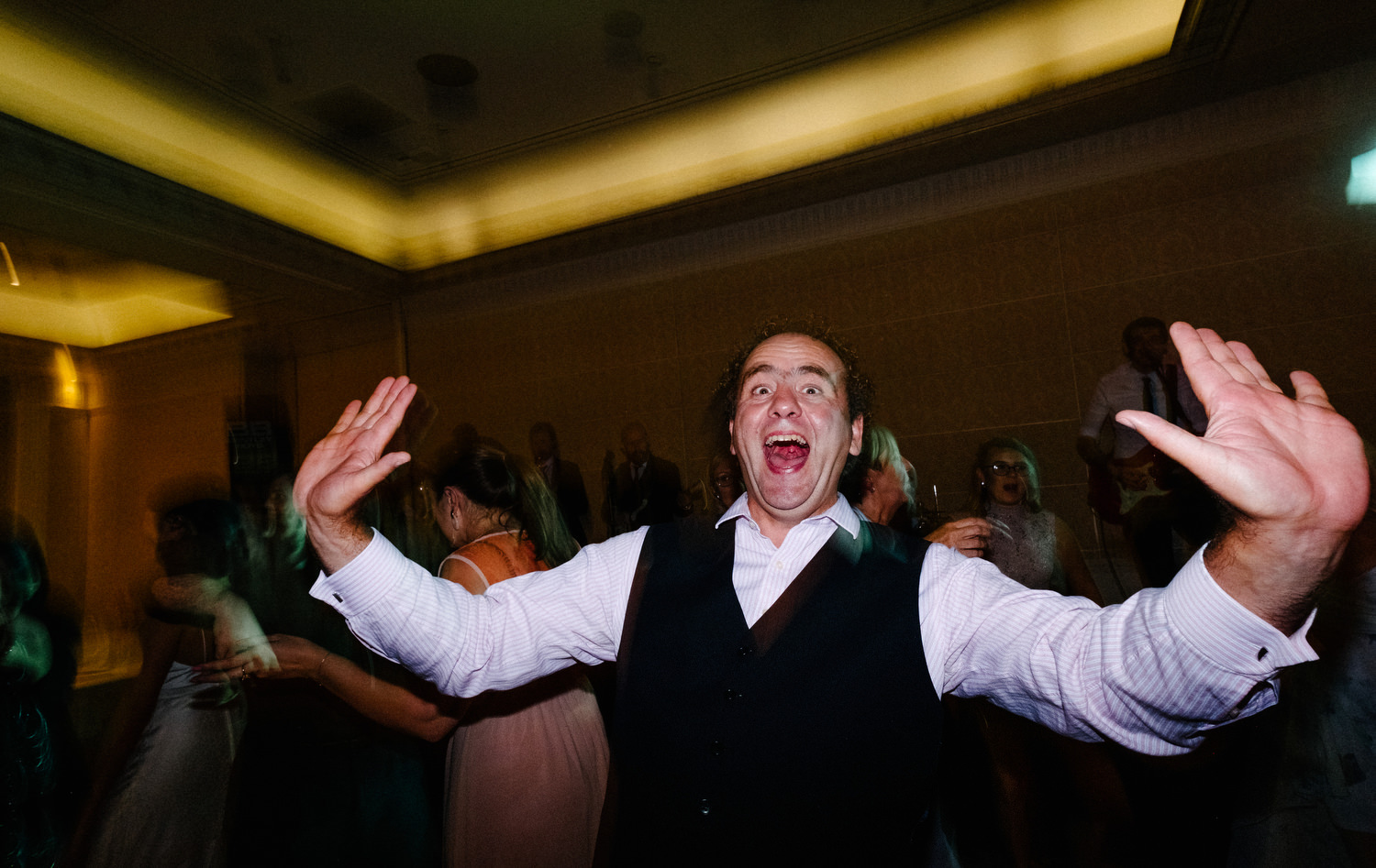 dmp0736_photographer_wedding_dublin_david_mcclelland_candid_photography_fujifilm_shelbourne_reception_documentary