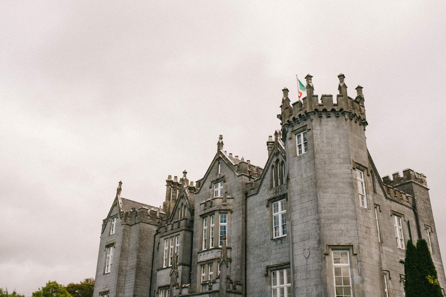 000000000000000000000002_bride_style_vintage_photography_david_mcclelland_ireland_castle_hollywood_kinnity_wedding_photographer_fujifilm