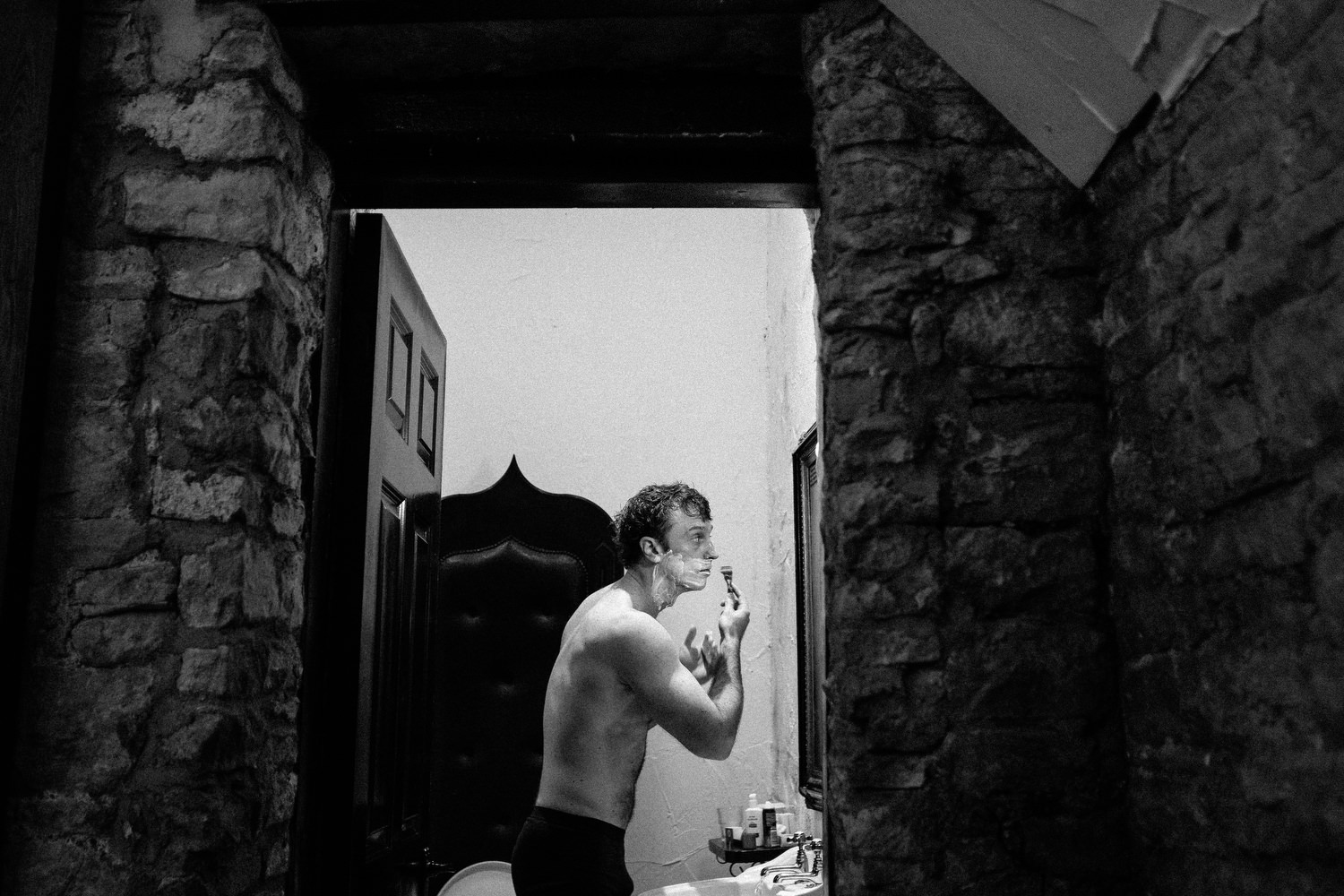 000000000000000000000011_preparation_letter_photography_david_mcclelland_ireland_crossword_shaving_castle_kinnity_wedding_groom_photographer_fujifilm