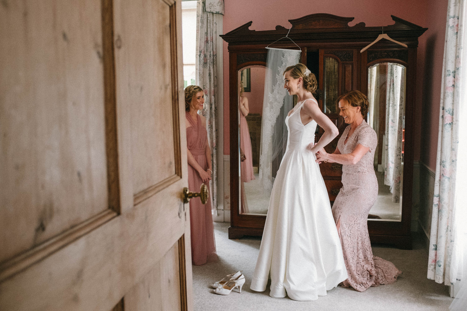 000000000000000000000073_bride_style_preparation_vintage_Hair_dress_photography_david_mcclelland_ireland_makeup_castle_hollywood_kinnity_wedding_photographer_fujifilm