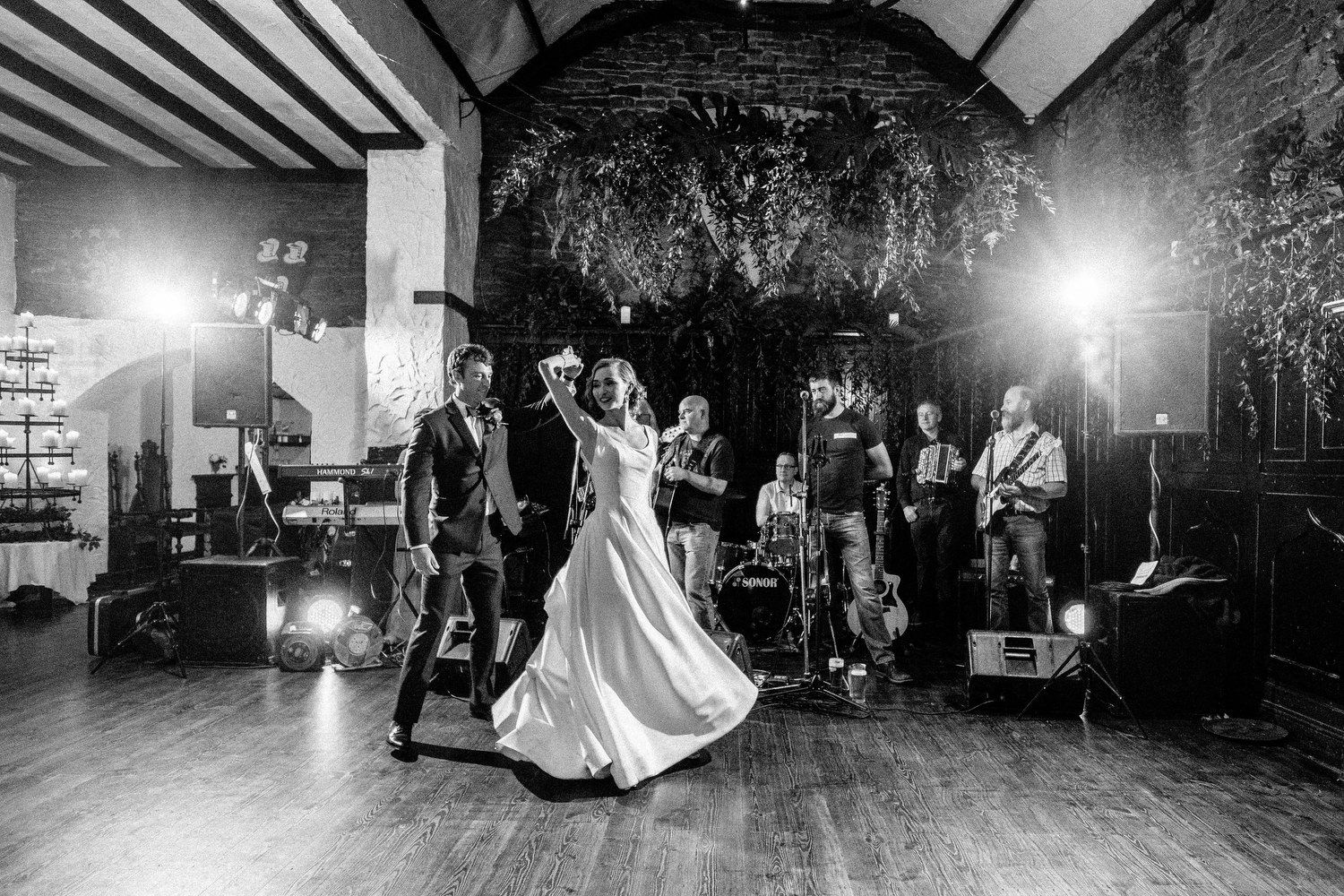 000000000000000000000200_bride_style_vintage_photography_david_mcclelland_ireland_castle_hollywood_kinnity_wedding_photographer_fujifilm