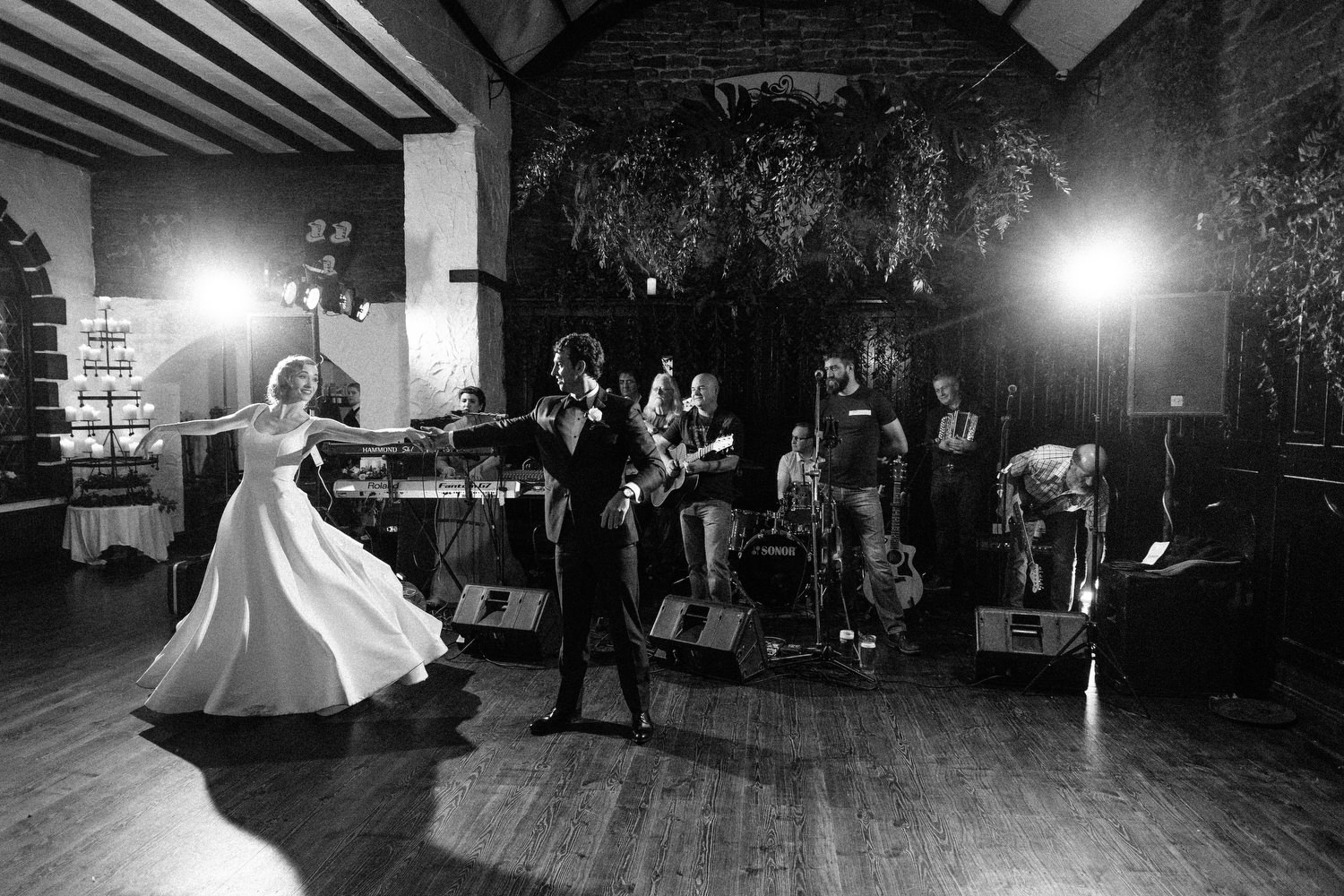 000000000000000000000202_bride_style_vintage_photography_david_mcclelland_ireland_castle_hollywood_kinnity_wedding_photographer_fujifilm